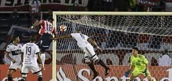 Junior eliminó a Olimpia y se medirá con Guaraní