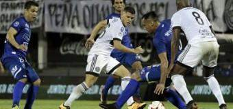 Con uno más, polémicas, doblete de Ortega Olimpia remonta y salva invicto